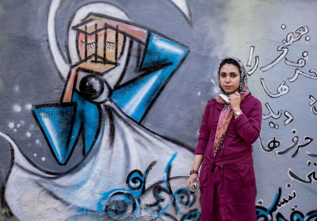 5-photos-de-Shamsia-Hassani-la-premiere-street-artist-afghane_visuel_article2