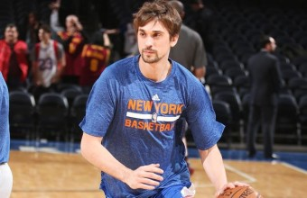 alexey-shved-pass-into-stands-knicks-pistons