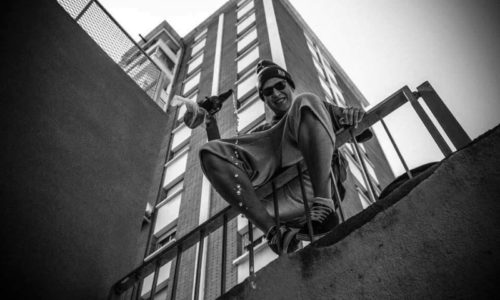 Новое видео от жителя Барселоны с колумбийскими корнями: Pielroja