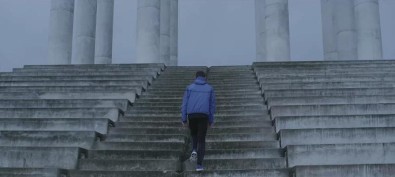 Хип-хоп, баскетбол и бег в видео от Alexis Pazoumian.