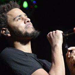 J Cole во время концерта в San Diego получил телефоном в лицо, но не растерялся. Видео
