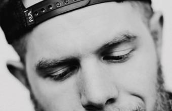 Новое видео Aaron Cohen на волшебный трек «Sidelines»