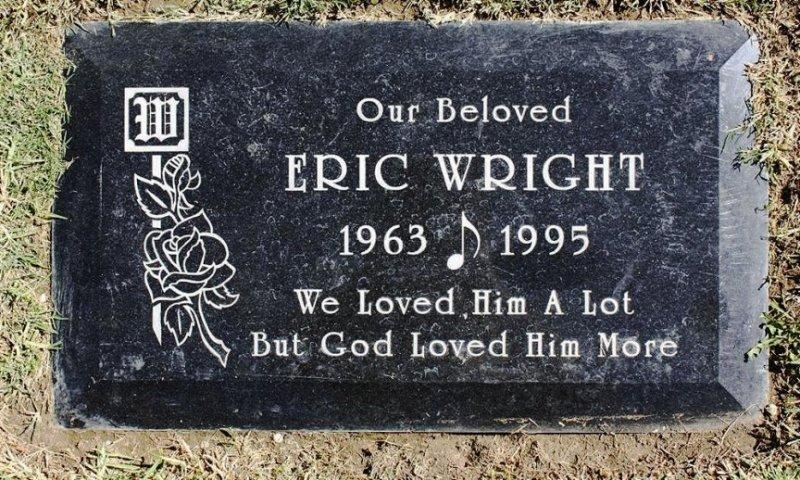 10. Eazy-E был стильно похоронен