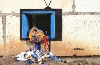 Работы уличного художника, который подписывается ником Шарик