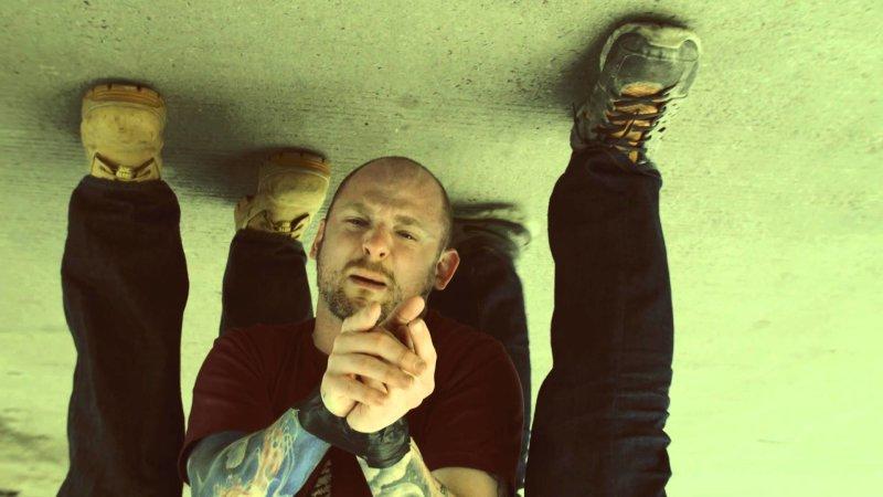 Флоу вверх ногами от Mac Lethal