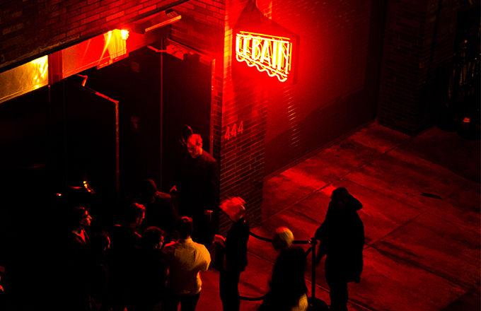 new-york-city-night-club_el1esg