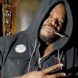 Бывший басист The Roots судится с группой из-за невыплаченных роялти