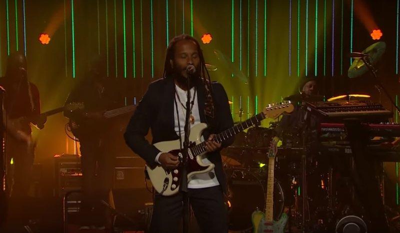 Ziggy Marley исполняет трек -Weekend's Long- в программе Late Late Show