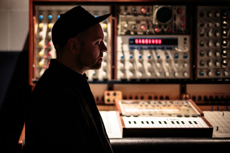DJ Shadow представил клип на трек «The Sideshow»