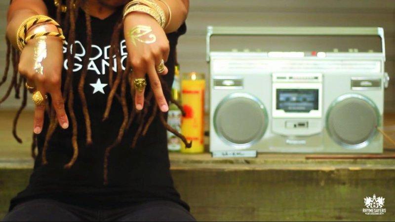 Девушка Sa-Roc презентовала новое видео «Queen Ting»