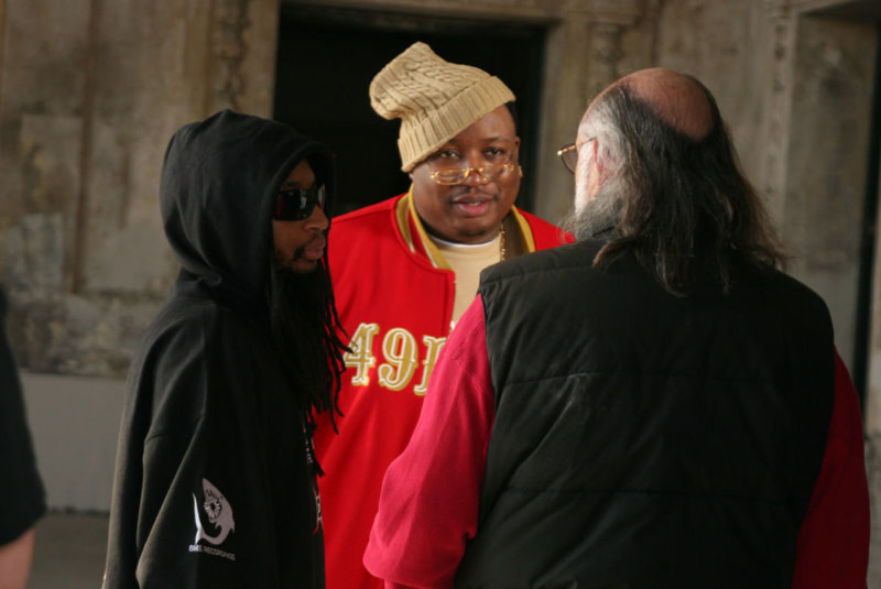 E-40_and_Lil_Jon_on_the_set_of_the_2006_music_video_shoot_for_-Tell_Me_When_To_Go-_in_Oakland_Calif_dcnnk2