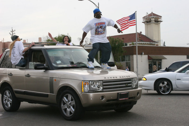 J_Diggs_-Ghost_Riding-_on_the_set_of_the_2006_music_video_shoot_for_E-40_-Tell_Me_When_To_Go-_photographed_by_D-Ray_iqfi9a