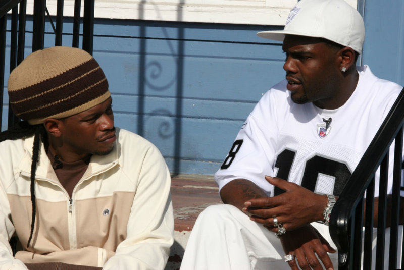 Sway_Calloway_and_Keak_Da_Sneak_filming_for_MTV_s_-My_Block-_The_Bay-_in_2006.jpg_xbfygf
