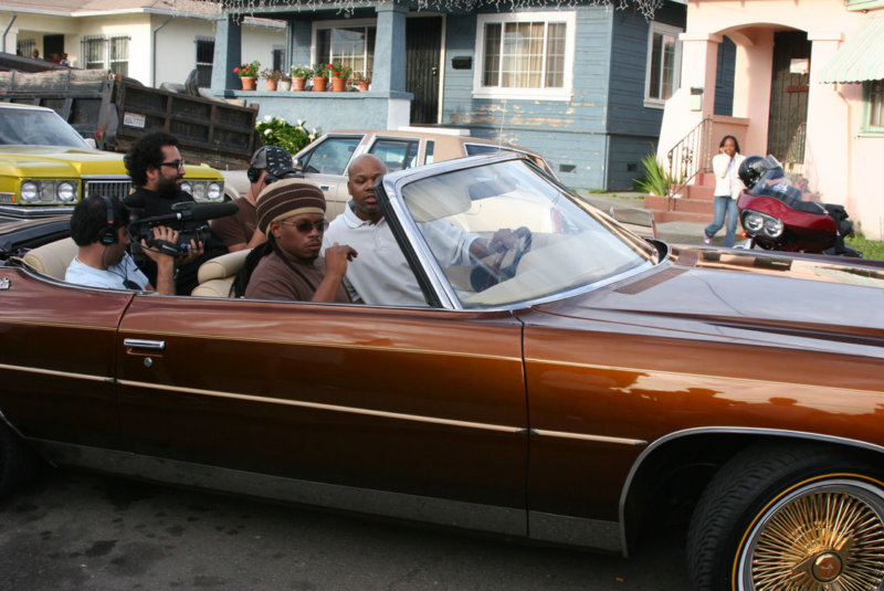 Too_hort_and_Sway_Calloway_filming_for_MTV_s_-My_Block-_The_Bay-_in_2006_hj6rvd_ym6g0a