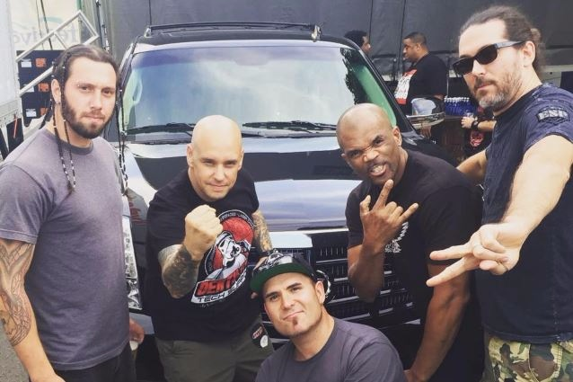 Darryl «DMC» McDaniels из Run-D.M.C. принял участие в новом клипе группы Slaves on Dope