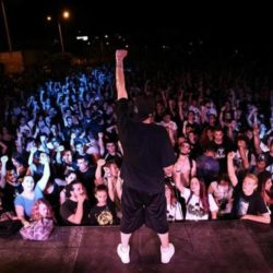 Греция: Экскурсия по хип-хопу от Phyrosun в новом видео «Πίσω στις μέρες»