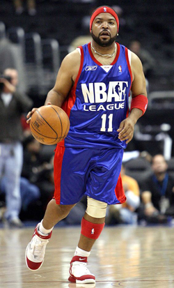 Image #: 1754246 Actor and musician Ice Cube brings the ball up the court during the first NBA Entertainment League celebrity charity basketball game at the Staples Center in Los Angeles, December 10, 2005. REUTERS/Lucy Nicholson /Landov