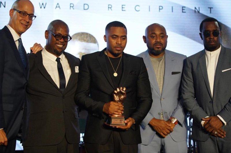 Nas получил награду за вклад в искусство на REVOLT Music Conference 2016