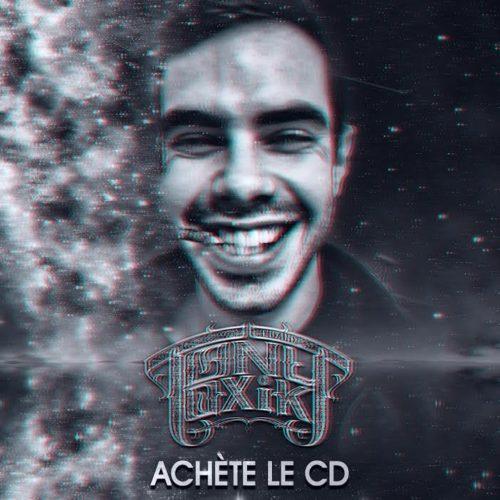 Француз TonyToxik ломает свои компакт-диски в новом видео «Achète le cd»