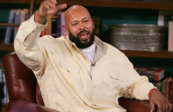"LOS ANGELES - NOVEMBER 18: Music Producer Suge Knight (L) speaks at CBS Studios during a taping of ""The Late Late Show"" on November 18, 2004 in Los Angeles, California. Suge Knight Gives his take on the incident at this week's Vibe Awards. (Photo by Mark Mainz/Getty Images)"