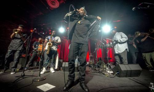 Посмотрите выступление 2017 года Prodigy (Mobb Deep) с живыми музыкантами The Soul Rebels