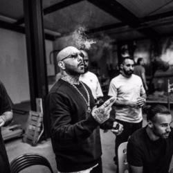 Германия: AZAD — 439 IN DEIN HIRN feat. JEYZ prod. by ARIBEATZ