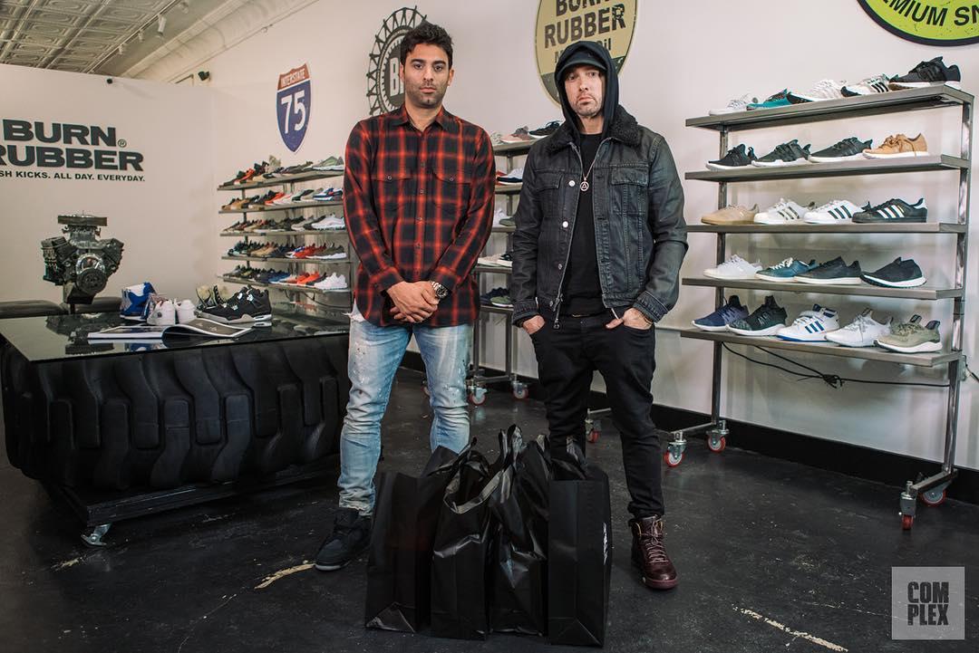 Eminem выбирает кроссовки и рассказывает о своей любви к обуви в новом выпуске шоу «Sneaker Shopping»