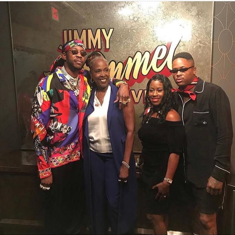 2 Chainz и YG выступили на шоу Джимми Киммела вместе со своими матерями