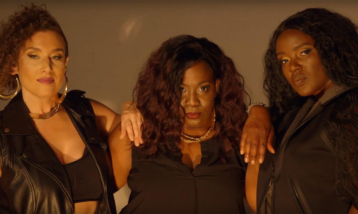 Девушки атакуют: Eternia и Phoenix Pagliacci в новом видео DJ MelBoogie «Giants»