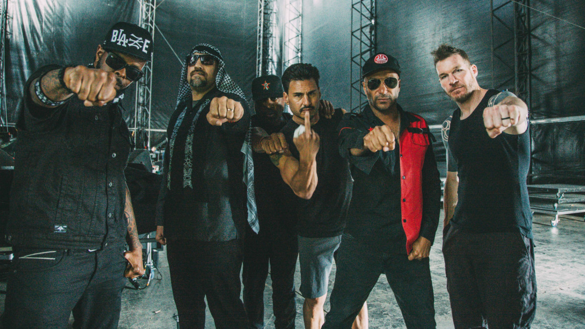 Prophets of Rage — «Pop Goes The Weapon»