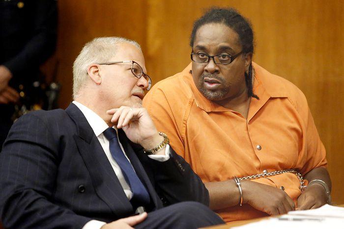 Eric B. был арестован, после того как сам пришел в суд по делу 17-летней давности