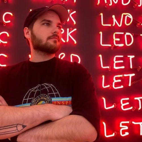 «Одно дополняет другое»: интервью с молодым московским художником и музыкантом REEKYMUZE